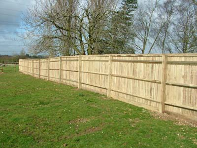 Closeboard Fencing, large fence 3M bays